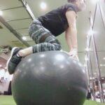 """<span class=""""title"""">・  ・  ・  お疲れ様です(*´-`)  昨日のレッスンをしっかり  したからなのでしょうか😅  身体が筋肉痛です💦  スタジオレッスン参加お休みにしました。  ・  今日は筋膜リリースと  パワープレートと  バランスボール腹筋などして帰りました~  😉  写真はバ ..</span>"""