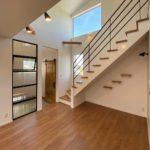 """<span class=""""title"""">[施工事例] 天井高まであるアイアン室内窓。 壁ではなく 窓にすることで 空間の広がりを感じられます。 . 手の届く価格で実現する 高性能デザイン住宅 ———————– ☞ more… @ —- .. by @liveing_studio</span>"""