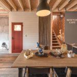 """<span class=""""title"""">. 天井を木地仕上げのまま、壁とフローリングは好きなアクセントウォールと床材を贅沢に設えたこだわりのリビングダイニング . おしゃれなカフェをイメージしてできたニューヨークカフェスタイルのリビングダイニングです . 家族共に過ごしたり、お友達を招いてお茶会したりと住まいの ..</span>"""