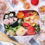 """<span class=""""title"""">** おはようございます𓅨 ⠜ ⠀ 今日のお弁当 ・パッカンおにぎり(菜飯) ・エビカツのぶぶあられ揚げ ・餃子の皮のキッシュ (ハム、ブロッコリー、にんじん、プチトマト、チーズ) ・ハムの花 ・魚肉ソーセージの桜 ・ピーマンのおかか炒め ・にんじんの .. #お弁当コンテスト</span>"""
