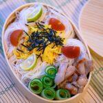 """<span class=""""title"""">今日のお弁当は そうめん弁当🍙  少し硬めに茹でた素麺を くるくるフォークで巻いて好きな具を トッピング❣️  食べる時に固まっていても 一口サイズのままつゆにつけて食べると ほぐれるから⭕️✨✨  #wp_deli_japan #朝食 #cook .. #お弁当コンテスト</span>"""