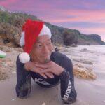 """<span class=""""title"""">⛱️ #サンタクロース * もー! 沖縄寒い! そろそろ冬眠しそう😂 毎年恒例のサンタコスsupで可愛くね🎅💕 #サンタカオロース * * #沖縄プライベートサップツアー * * ⚠️ 通常よりも人の居ないビーチをご案内しております。 また濃厚接触を避ける為一定距離 ..</span>"""