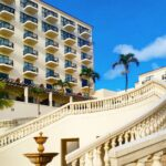 """<span class=""""title"""">ホテル日航アリビラ 🌺 久々にアリビラをぐるーっと散歩😆 アリビラは前に女子会ランチ🍴で来たぶり。 中華ブュッフェの金紗紗が最高♪  教会⛪も木造?と白の建物と 2つあってどっちも素敵なの♥ 白の建物はオーシャンビューね✨ 🌺 #日航アリビラ #ホテル日航アリビラ ..</span>"""