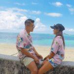 """<span class=""""title"""">・ ・ ・ 夏が恋しすぎる(´-`).。oO これは沖縄旅行の時の✌🏻 2020年はほんと沢山のところ旅行したな〜🌈♡ こないだの箱根もめちゃ載せたい写真沢山、、、💍🤍 いつも写真撮るの付き合ってくれてありがとう ・ ・ ・ #備瀬 #ウミカジテラス # ..</span>"""