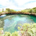 """<span class=""""title"""">. パイナガマ海空すこやか公園を抜けた先にある 📍ピキャズ . 岩礁に円形の穴が開いていて池になってるんだよ! アーチ状の横穴で海と繋がってるの。。 池のまわりをぐるっと1周出来るよぉ🚶♀️ . . #沖縄 #宮古島 #宮古島旅行 #宮古島観光 #ピキャズ #天然の池 ..</span>"""