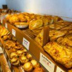 """<span class=""""title"""">📍ブレッドハウストヨーG 泡瀬店  沖縄市古謝 @koza_info @koza_girls   沖縄市にあまり行ったことなかったのですが、気になるパン屋さんがあったので行ってみました🍞  店内は美味しそうな匂いでただよっていて出来立てのパンを食べれた〜🤤  お値段も安い ..</span>"""