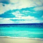 """<span class=""""title"""">昨日の喜瀬ビーチ。水は綺麗だったけど、厚い雲がこのあとくる雨を予言してた…。  #沖縄 #okinawa #沖縄リゾート #沖縄ビーチ #ビーチ #リゾート #南国リゾート #beach #resort #paradise #tropicalisland ..</span>"""