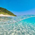 """<span class=""""title"""">𓇼  阿嘉島北浜ビーチ🏝 『北浜』と書いて『ニシバマ』です🤔 『西』は『イリ』 『東』は『アガリ』 『南』は…🤷♂️ ここの見所は白い砂浜と透明度ですかね😉 お魚とか珊瑚はあんまり期待できませんが😐  #沖縄 #慶良間諸島 #阿嘉島 #ニシバマビーチ #半水面 #素潜 ..</span>"""