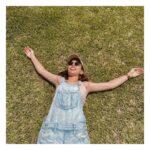 """<span class=""""title"""">. 芝生に寝転んで日光浴🌻✨ . 芝生って寝転がりたくなるやんなー?🥺 でも、この日の服が背中が結構空いてたから この後めっちゃ痒くなっちゃってん😭💦🌿 . 今度からはビーチタオル持ち歩こうと学びました😂 おすすめビーチタオルあれば教えて下さい🙏💓 — #トロピカル ..</span>"""