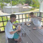 """<span class=""""title"""">マリンスポーツを楽しんだ後はひろ〜い二階建てのウッドテラスでランチ🤗 風通しも良くて人気ですのお早めにお越しください🍧🥙🍹  @naturalokinawa いつもありがとうございます😊  #okinawa #minnajima #沖縄 #水納島 #みんな島 ..</span>"""