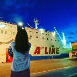 """<span class=""""title"""">那覇にて久々の船活🚢💕  👷お仕事中なのに 「こっちから撮った方がいいよ〜」って 声掛けてくれたおじさま🤗  お陰で間近で🚢見れました💕 島人は優しいさ〜🌺🌺🌺  #船 #船活 #フェリー #aline #ferry # #Cargoship #harbor ..</span>"""