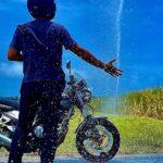 """<span class=""""title"""">アチコーコーの宮古島 ウージ畑のスプリンクラーから放たれた水が気持ちイイ‼️  #宮古島 #島尻 #okinawa #沖縄 #ウージ畑の天然クーラー #loves_okinawa #バイクのある風景 #バイクのある景色 #バイクのある生活 #バイク ..</span>"""