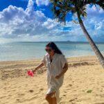 "<span class=""title"">𓇼 . ハイビスカス片手にはしゃぎ中😆🌺 人がいなくてゆっくり写真撮れた📸🤍 . . 👦🏾: @freedom_arakawa 📍: #うふた浜 / #沖縄県 . 𓇼𓇼 #okinawa #sea #skindiving #okirakuphoto #okinawagr ..</span>"