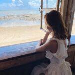 "<span class=""title"">満潮時だと直ぐそこまで海が広がるんだって🏝🐬 素敵な空間だった🐚🌺  ワンピースのファスナー最後まで上げれてない😦👗爆 いつも何か抜けている人、、😅  #沖縄カフェ #絶景カフェ #海の見えるカフェ</span>"