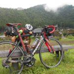 """<span class=""""title"""">#美山かやぶきの里 #自転車のある風景 2020/8/13撮影 夏の思い出 おはようございます☀️ また美山に行きたいですね✨ 連休3日目、やっと通勤号🚴💨で北摂ライドします😀 #pinarellogans #サイクリング #ポタリング #ロードバイク #クロスバイク ..</span>"""
