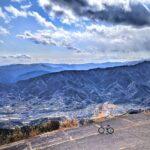 """<span class=""""title"""">徳島県勝浦郡勝浦町 勝浦フライトパーク  勝浦フライトパークは徳島市八多町と勝浦町の間にある中津峰山の頂上付近に位置するパラグライダーとハンググライダーの共用エリアで、標高700メートルのこの場所からの展望は徳島88景に選定されています。  #ロード .. #ロードバイクJP</span>"""