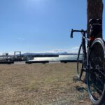 """<span class=""""title"""">いつもの長命寺港  寒いし風きついし、そこら辺をぼちぼちライド。  今年初めての長命寺港。  この景色を見ながら、ぼーっとするのが好きなのよね。  #滋賀県 #琵琶湖 #ロードバイク #ロードバイクのある風景 #自転車 #自転車のある風景 #スペシャ .. #ロードバイクJP</span>"""