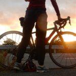 """<span class=""""title"""">足が邪魔するショット📸  気持ちよく走る冬の朝、 えっ太陽出るかも? 自転車入れたい! 風が強くて手が離せない! 場所が悪い! あっもう光が💦  思い通りにならないことも私には大切な愛車との語らい✌️  なお、 このあとご来光は雲隠れ~  #西表島 .. #ロードバイクJP</span>"""