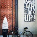 """<span class=""""title"""">マリンアンドウォーク横浜のオシャレな壁で📷  #fujibikes #fujifeathercx #ロードバイク #フェザーcxプラス #グラベルロード #クロモリロード #ロードバイク初心者 #ロードバイクのある風景 #ゆるぽた #赤レンガ倉庫 # .. #ロードバイクJP</span>"""
