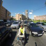 """<span class=""""title"""">アルメニアの首都エレバン。 交通量はとても多いですが、 海外では奇跡的くらいに 運転マナーがいい国で、 凄いことになってるような 写真ですが、実は結構 余裕で走れています。  ちなみに、 車線の真ん中に居るような写真ですが、 確か直進レーンの端っこを .. #ロードバイクJP</span>"""