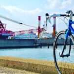 """<span class=""""title"""">厄祓いついでに@防波堤から ⭐️  湾岸の重機はテンション上がる✨  #自転車 #自転車のある風景 #ロードバイク #ロードバイクのある風景 #ポタリング #ロングライド #ヒルクライム #giant #cervelo #raleigh #cycle .. #ロードバイクJP</span>"""