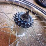"""<span class=""""title"""">今日の写真  お買い物自転車の更なる改造 #スターメーアチャー を外装2速に改造してみたけどこれが変速するか不明シングルを2枚セットで変速機を付ければ変速するのか? #ブロンプトン 乗って居る方ならご存知かと思いますが教えてください!  #自転車 .. #ロードバイクJP</span>"""