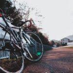 """<span class=""""title"""">往復40kmの自転車通勤、周りにはすぐに辞めると笑われてましたが、10年目に突入しました🤗 . 今でも思うのが、初めてスポーツバイクに乗った時のあの感触がとても衝撃的だった事。 . えっ?えっ?軽っ!速っ! 何これ、値段は高いけど普通に通勤で元が取れる .. #ロードバイクJP</span>"""
