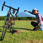 """<span class=""""title"""">富士山と愛車、一度並べて撮りたかった😁  と、いうわけで霊峰富士に初めて登ってきました。なかなかその姿を、全貌を見せてくれない富士にすっかり虜となりました。さすが、「♪富~士は日本一の~山🎶」  しばし、富士と私の愛車とうどんや花をお届けいたします⛰️ .. #ロードバイクJP</span>"""