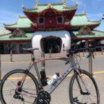"""<span class=""""title"""">暑いし、そんなに遠くまでは行きたくないが、オリンピックまでもう少しですので、せっかくだから江ノ島まで行ってみました。 江ノ島は警察官が多いなぁ!と思いました😊  #江ノ島 #海 #江ノ島駅 #ロードバイク #ロードバイクのある風景 #ロード .. #ロードバイクJP</span>"""