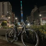 """<span class=""""title"""">今日はナイトライドになりました🌃 ひまわりとスカイツリー✨ 駒形橋袂にて  Today was a night ride 🌃 Sunflower and Tokyo Sky Tree tower✨  #サイクリング #ロードバイク #ポタリ .. #ロードバイクJP</span>"""