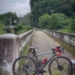 """<span class=""""title"""">. 昨晩、舘ひろしさんのファミリーヒストリーで紹介された旧黄柳橋。 おじいさんが設計に携わってたと紹介されてました。  近いんでツーリング🚴♂️ついでに寄って久しぶりに下にまで降りて眺めてきたが…この橋やっぱカッコイイ😍 2021/08/24 . .. #ロードバイクJP</span>"""