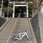 "<span class=""title"">#ロードバイクと神社 955  小牧市久保一色の郷社 熊野神社⛩  田県神社の豊年祭で、スタート地点になる神社。 1584年の小牧市長久手の戦いで築かれた 久保山砦の跡地に創建された。  過去pic21/1/6  ……………………………………………… .. #ロードバイクJP</span>"