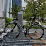 """<span class=""""title"""">It is an interesting bicycle parking lot in Japan.  横にスライドする駐輪場😲 かごの真横に立てるから便利ですね🎵  #tcrtuesday #gianttcr #giant #g_works #ro .. #ロードバイクJP</span>"""