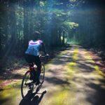 """<span class=""""title"""">. 十字に指す光の道を走る🚴🏻♀️  最近、日光の神様🌈がついているかも🥰 のんびりと会話しながら、木陰の多い涼しい風が通り抜ける旧田口廃線跡を走る楽しさ🚴🏻♀️🚴💨  2021/09/16 . #旧田口線 #新城市サイクリング #昼でも点けよう .. #ロードバイクJP</span>"""